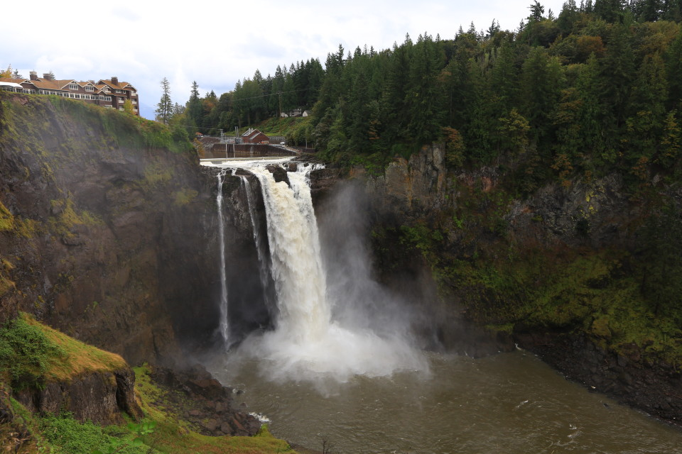 We stopped at Snoqualmie Falls on our way to Oregon.