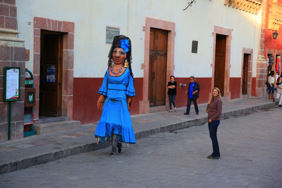 I am not the only tall girl in Mexico.