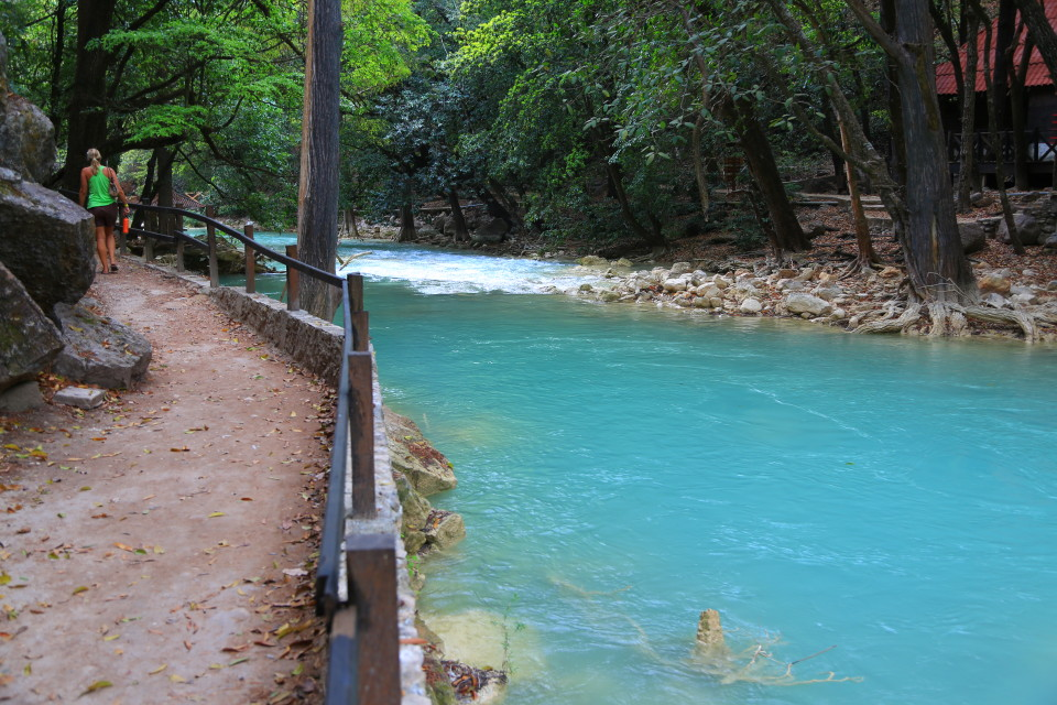 The Rio San Vincente that flowed from the waterfall was that crazy aqua blue we had seen in other parts of Mexico as well and was all over Chiapas.