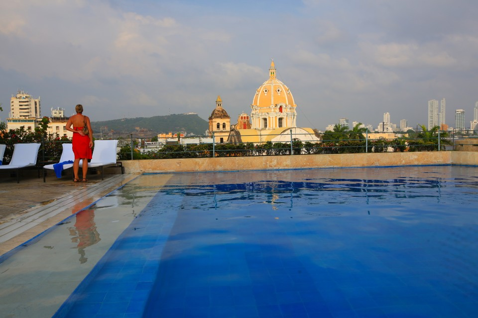 The city is full of very fancy hotels, we could not even afford a drink in some of them, but we sure took in the view!