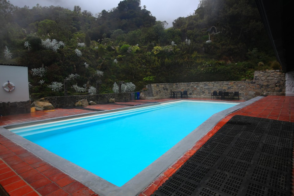We had the pool to ourselves and could control how hot we wanted it. It was a very clean termales.