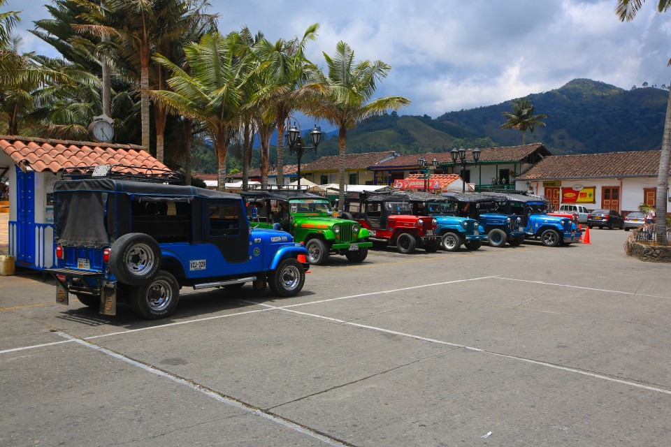 In town the taxis were old Willy jeeps, in fact, they were all over the coffee region. Great old jeeps.