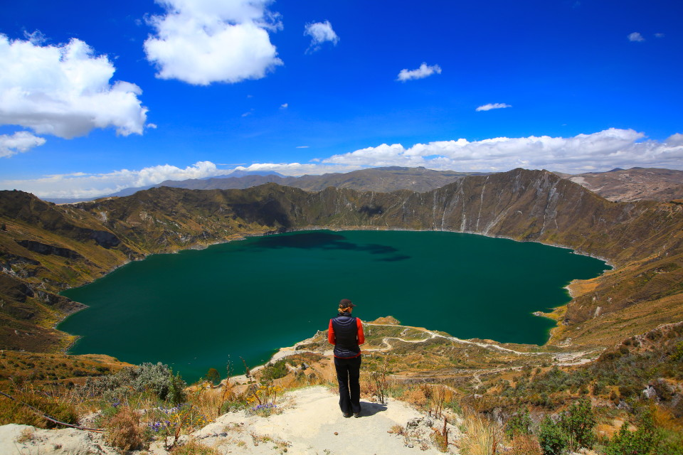 The highlight of this loop is the Quilotoa crater lake in a volcano caldera.