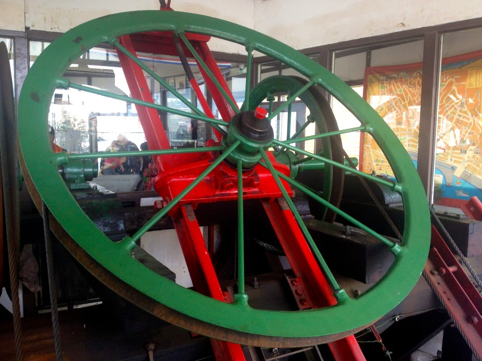 The wheel that would pull your wooden car up the hill on the ascensor.