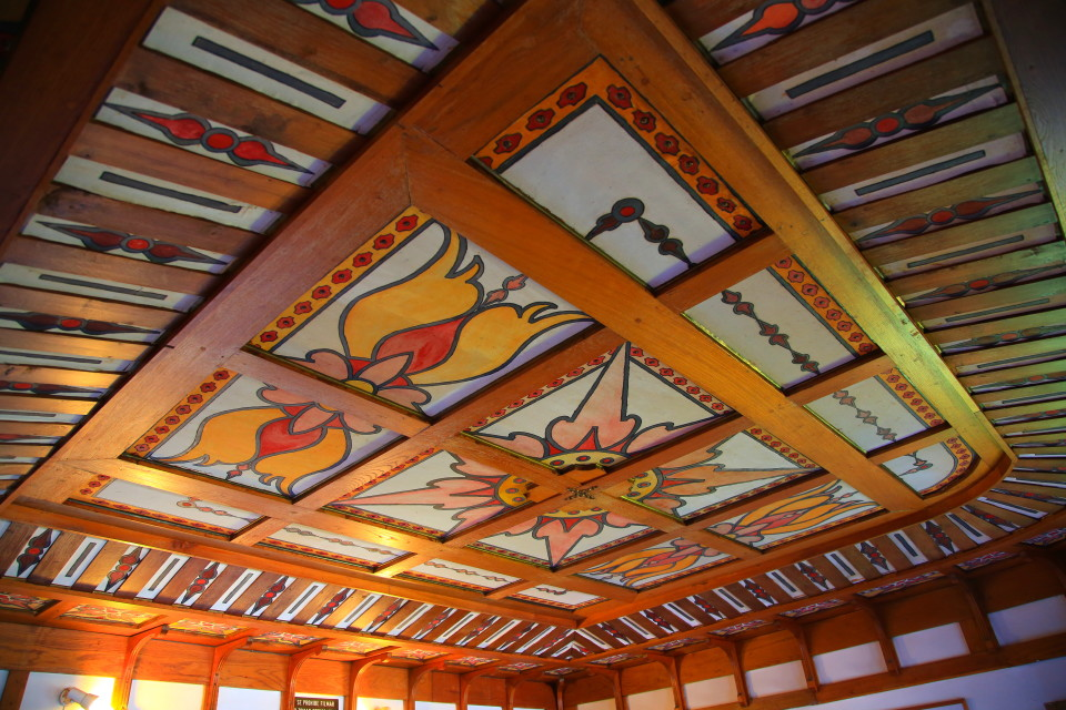 The ceiling on the first floor. It reminded me of the Craftsman houses in Berkeley.