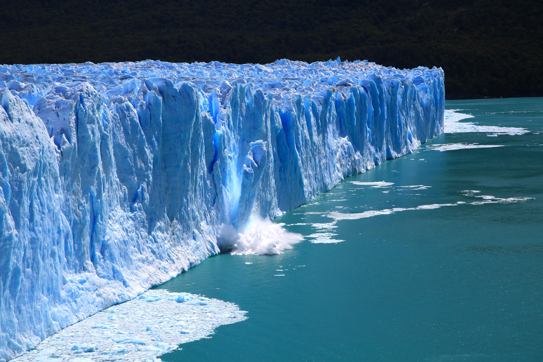 http://songoftheroad.com/wp-content/uploads/2015/05/ArgentinaLosGlaciares_34_PeritoMorenoIceCalving1.jpg