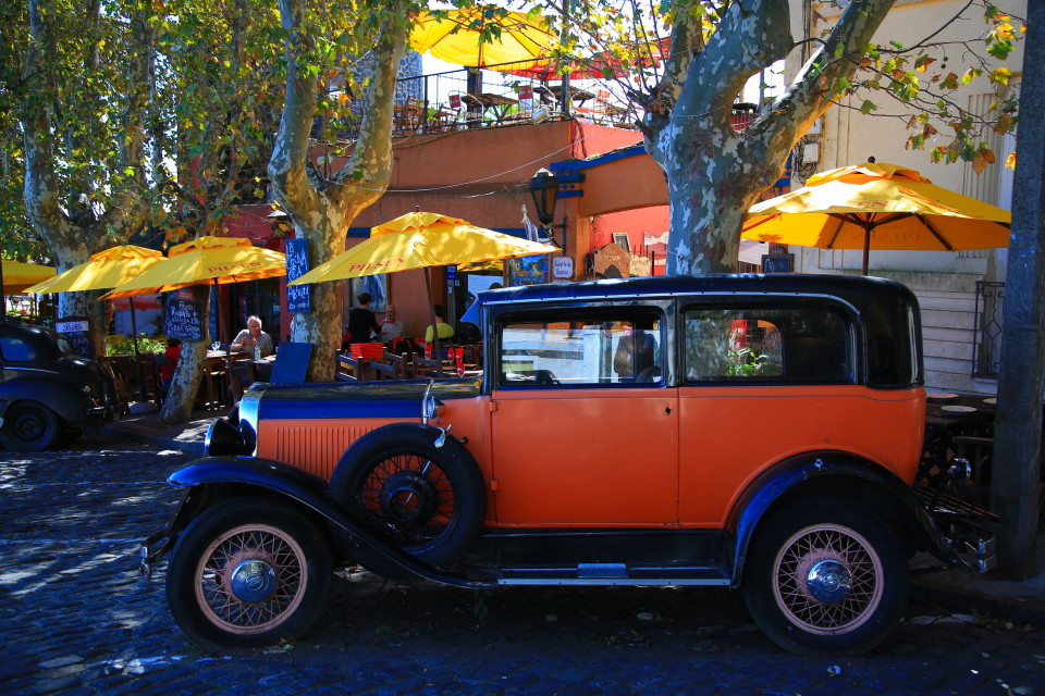 Old cars were all over the historic center.